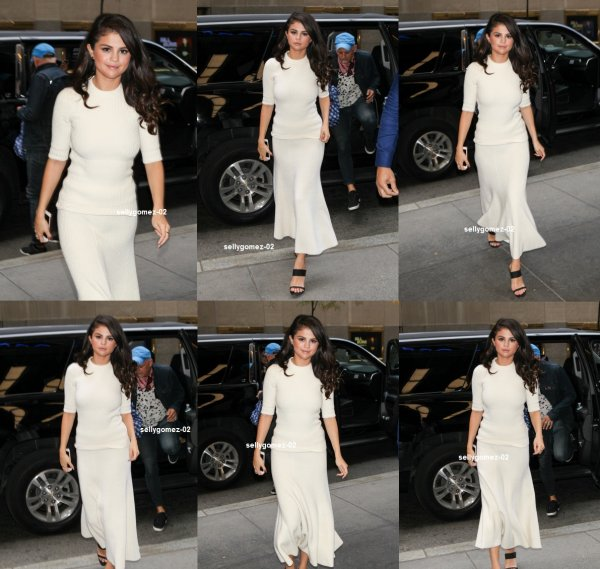 le 14 octobre 2015 - Selena laissant The Tonight Show Starring Jimmy Fallon à New York City, NY