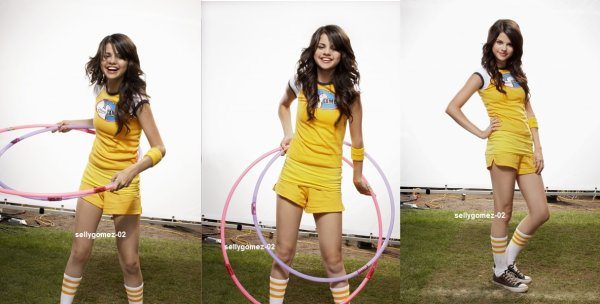 voici un photoshoot de selena pour People Magazine - Disney Channel Games 2008