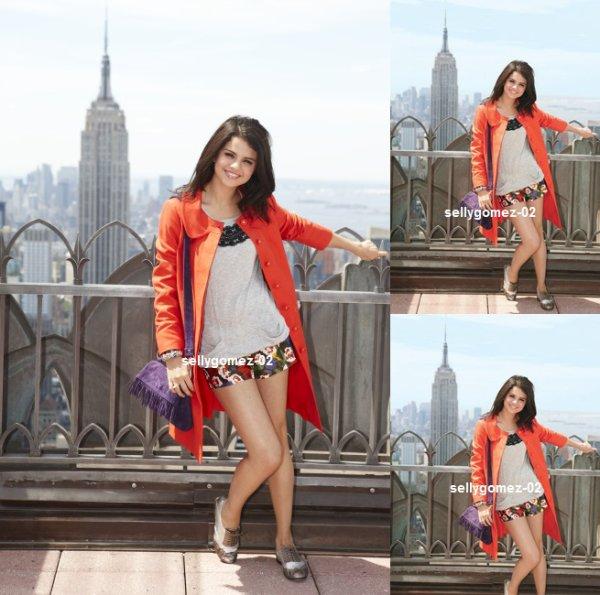 voici un photoshoot de selena pour Teen Vogue 2010