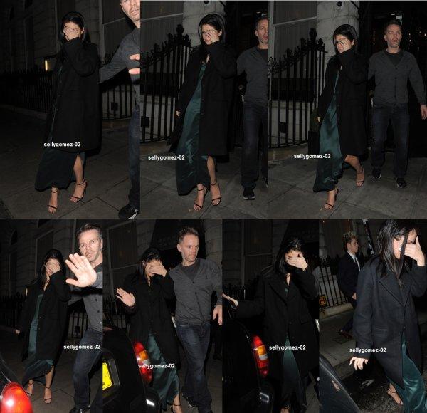 le 13 decembre 2015 - selena Laissant l'Hôtel édition à Londres, Angleterre