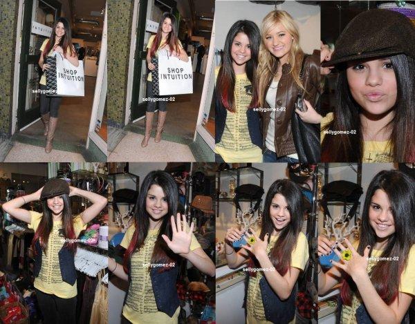 le 7 janvier 2008 - Selena G. a été vue alors qu'elle faisait du shopping au « Intuition » se trouvant à Los Angeles