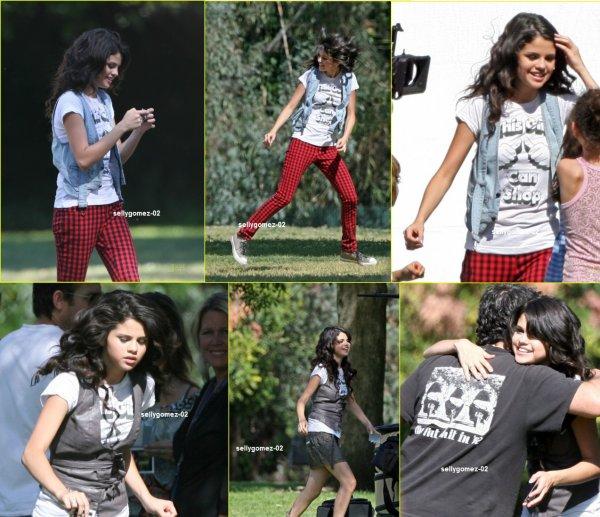 le 13 avril 2008 - selena Sur le plateau de l'un photoshoot pour le magazine People