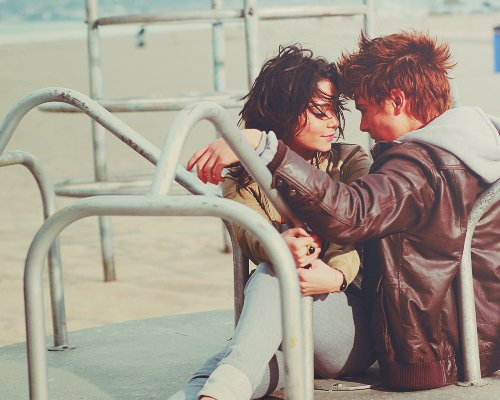 Dans une relation à deux on doit accepter l'autre personne dans sa globalité, pas seulement ce qui est facile à aimer, et faut vraiment être bête pour repousser quelque chose d'aussi important que... l'amour. _ Valentine's day