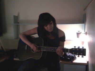 Tu deprime , tu prend ta guitare et tu t'envoles vers un autre monde la ou tout va bien