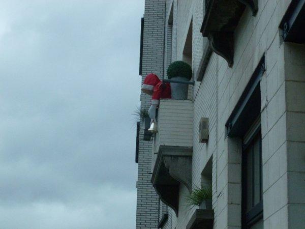 Père Noël oublié rue Gatti de Gamond (1190 Forest)