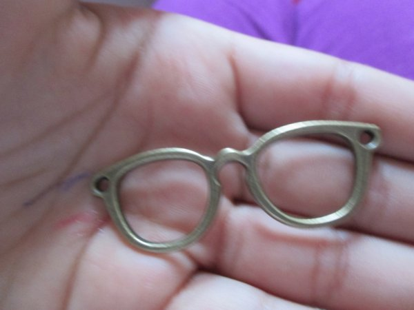 une breloque (lunette)