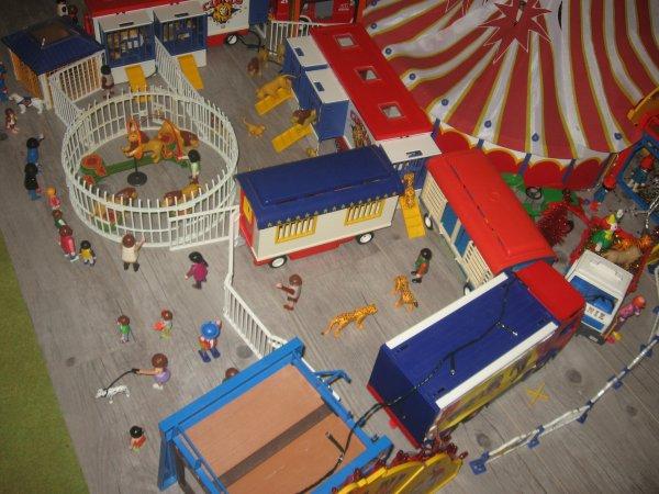 Le Cirque est bien là il est près à la représentation !!!