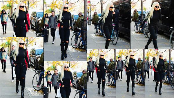 '- '-•-08/11/18- : Rita Ora a été photographiée alors qu'elle se promenait dans les rues de la ville de New-York ! Ca y est ! Rita est enfin sur le territoire américain pour performer, pour la première fois, au défilé Victoria Secret. J'ai hâte de regarder ça. -