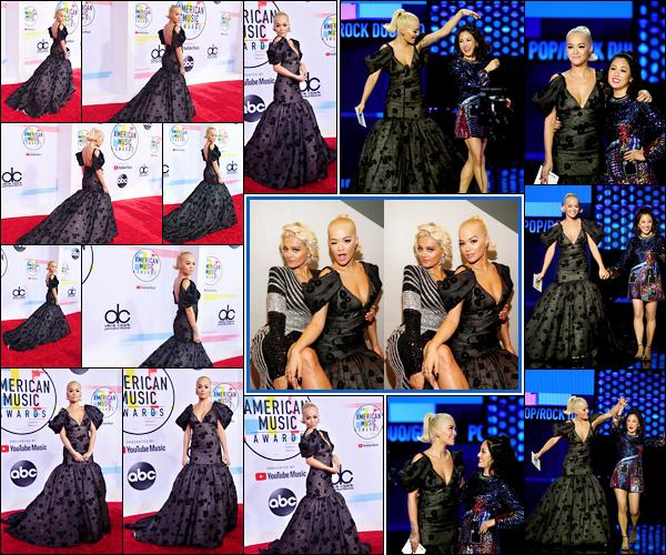 '- '-•-09/10/18- : Rita s'est rendue à la cérémonie des « American Music Awards » qui se déroulait à Los Angeles Côté vestimentaire, je n'aime pas trop ce que porte Rita. Trop de noir tue le noir, ça fait un peu enterrement. Je lui accorde un gros flop ! -