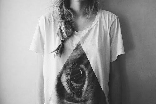 Dieu que cette fille à l'air triste, amoureuse d'un égoiste.