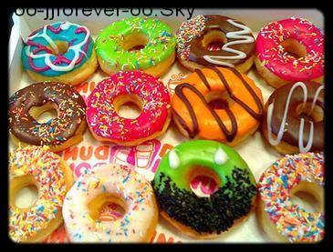La vie est un rayon de soleil qui ne s'efface que si on l'enfouis dans notre ombre.        Les donuts  <3 .  [Mcdo, Starbuck's coffee , subway , KFC Merci pour tout ces donuts engloutis xD]