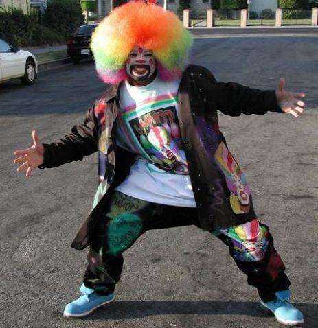 Ray-Ray avec une petite qui danse avc Tomy le Clown