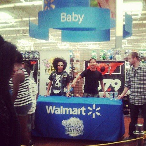 Les MB à Walmart avec leur sosi