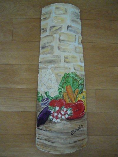 """Tuile peinte """"fruits et légumes du Lot et Garonne """" offerte à des amis pour leur mariage célébré le 17.02.2012"""