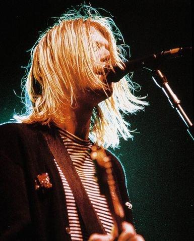 J'aime la musique. Le rock en particulier. Vous connaissez, ces chansons qui on le don de vous faire tout oublier, vous échapper ? Maintenant, je ne peux plus m'en passer ...
