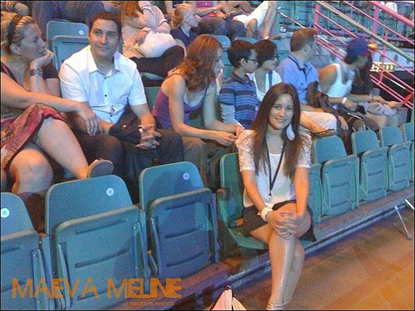 .25 Juin :  Nouvelle Photo de Maeva ou elle a laisser sa place pour être dans le public , a Genéve .