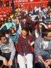 En mode tranquille au stade de Liverpool (je suis la débile a la chemise bleu et la main devant les yeux xD)