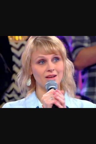 Je sais pas pourquoi quand j'ai  regarder n'oublier pas les paroles  j'ai penser a Annie dans SNK