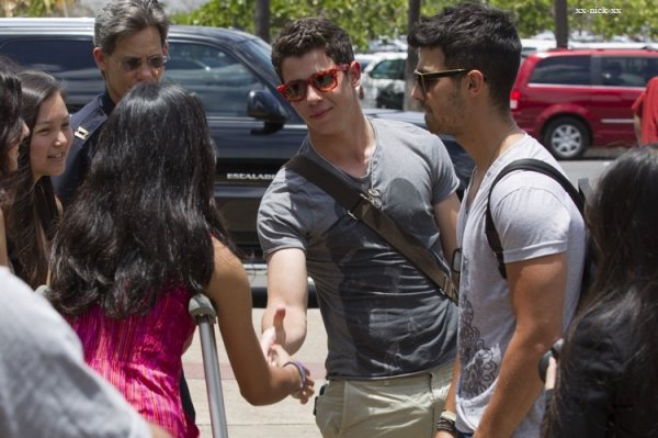 nick et joe jonas à hawaii