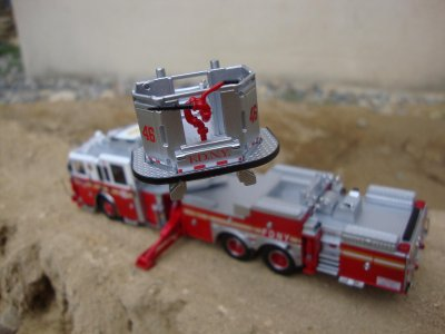 TOWER LADDER 46 ET ENGINE 40 F.D.N.Y. SUR INTER
