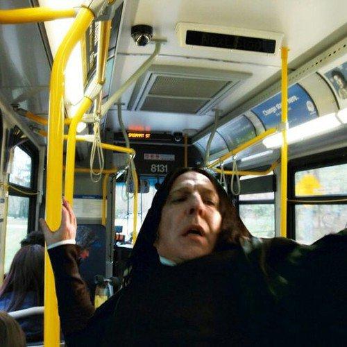 Quand t'es debout dans le bus et qu'il freine