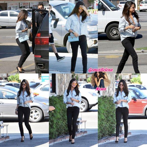 12.03.2014:Selena arrivant à JFK, aéroport de New-York.