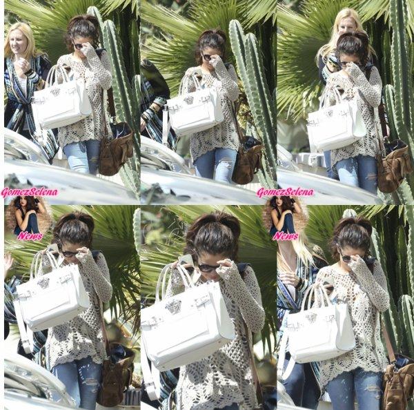 04.04.2014:Selena se rends au bureau de son avocats, à Los Angeles.