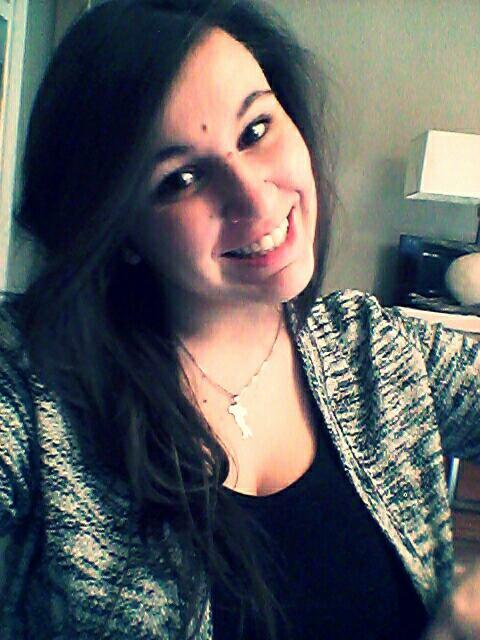 Faux sourire .