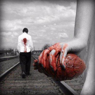 لو كان لي قلبان لعشت بواحد وابقيت قلبا في هواك يتعذب.