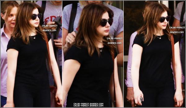 03/08 - Chloe était à l'areoport direction Londres . 31/07 - Chloe dans Boston !
