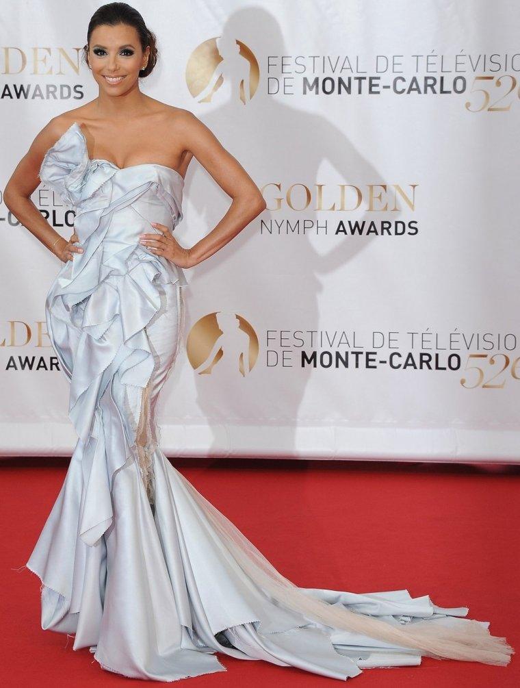Robe: Eva Longoria O1