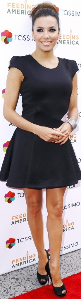 Robe: Eva Longoria O4