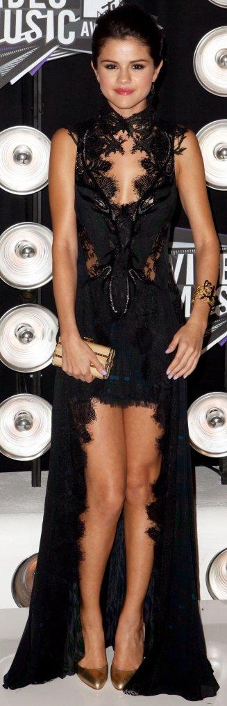 Robe: Selena Gomez O1