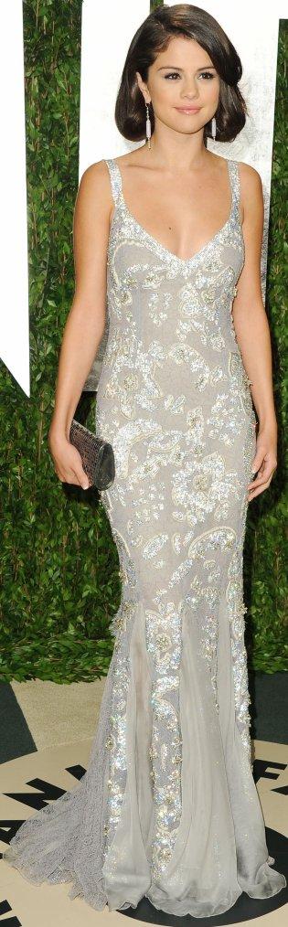 Robe: Selena Gomez O3