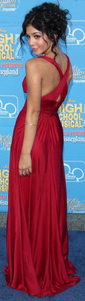 Robe: Vanessa Hudgens O1