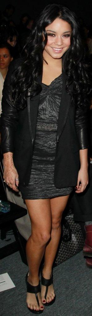 Robe: Vanessa Hudgens O3