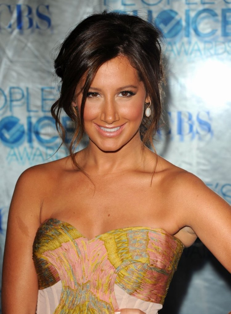 Coiffure: Ashley Tisdale O1