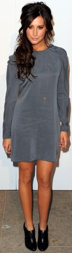 Robe: Ashley Tisdale O1