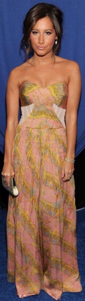 Robe: Ashley Tisdale O2