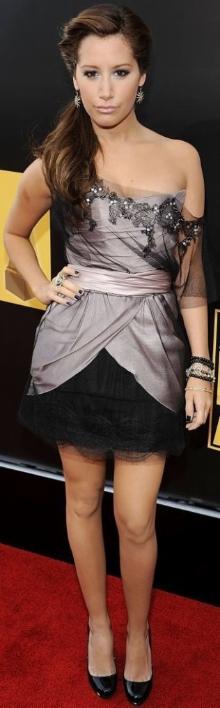 Robe: Ashley Tisdale O3