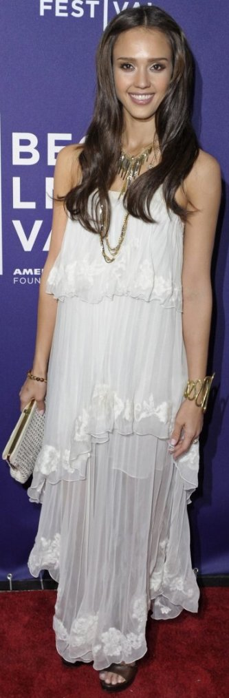 Robe: Jessica Alba O2
