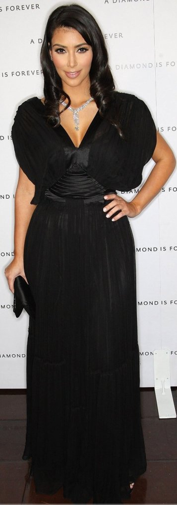 Robe: Kim Kardashian O2