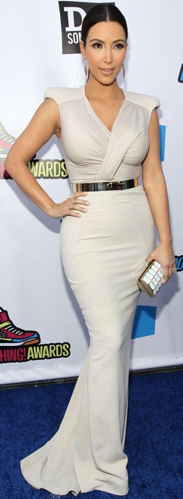 Robe: Kim Kardashian O4