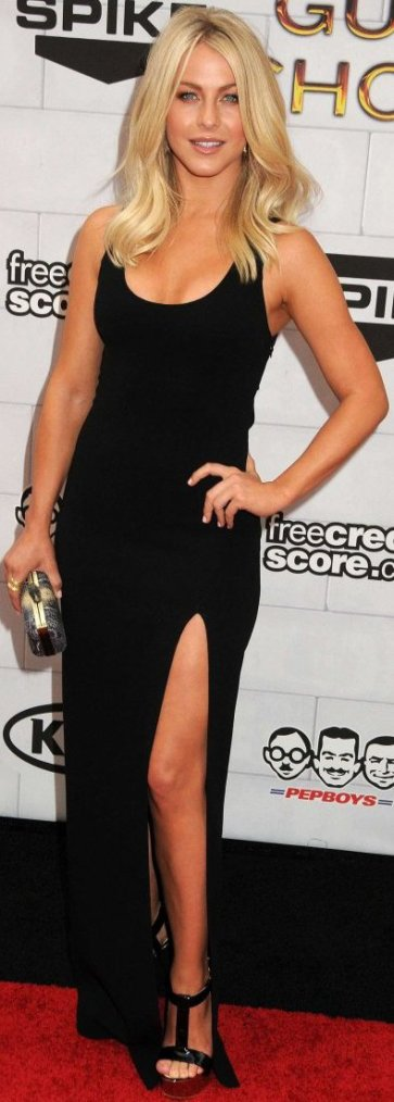 Robe: Julianne Hough O2