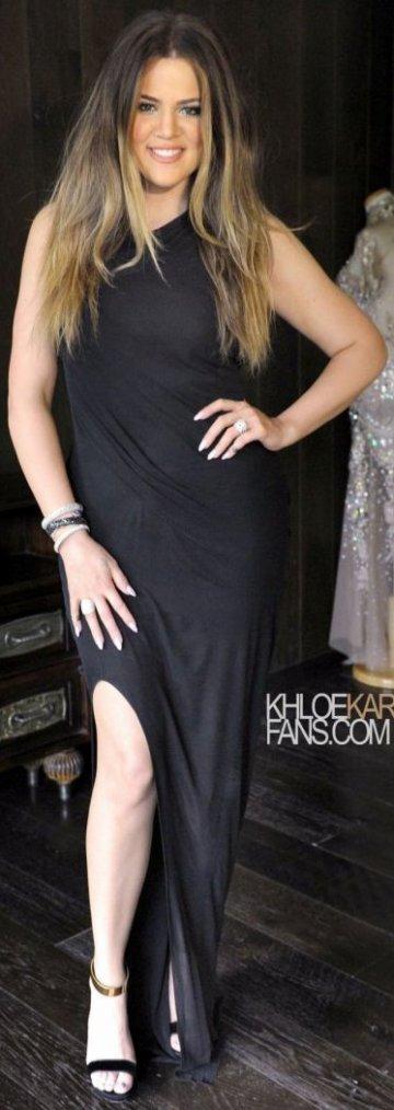 Robe: Khloé Kardashian O1