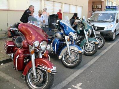 et les motos alors? BIEN RANGEES.