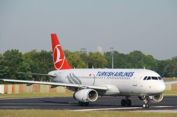 TURKISH AIRLINES  AIRBUS A320-200  TC-JPA