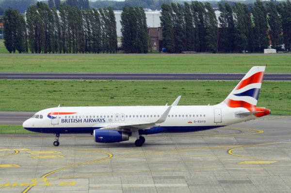 BRITISH AIRWAYS  AIRBUS A320-200  G-EUYO