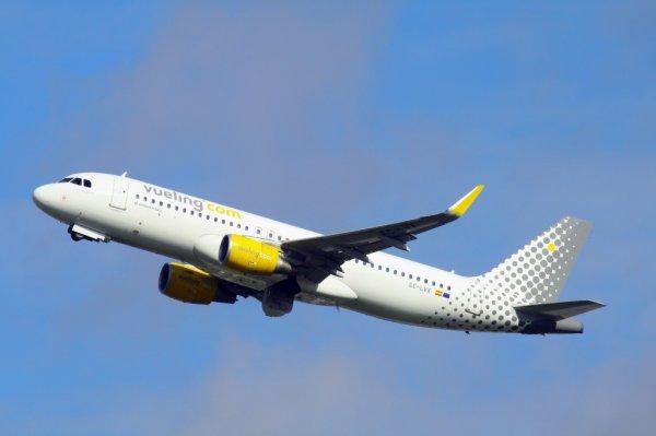 VUELING  AIRBUS A320-200  EC-LVX