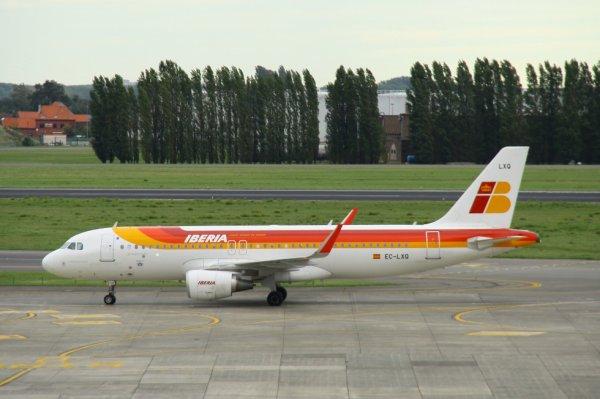 IBERIA  AIRBUS A320-200  EC-LXQ